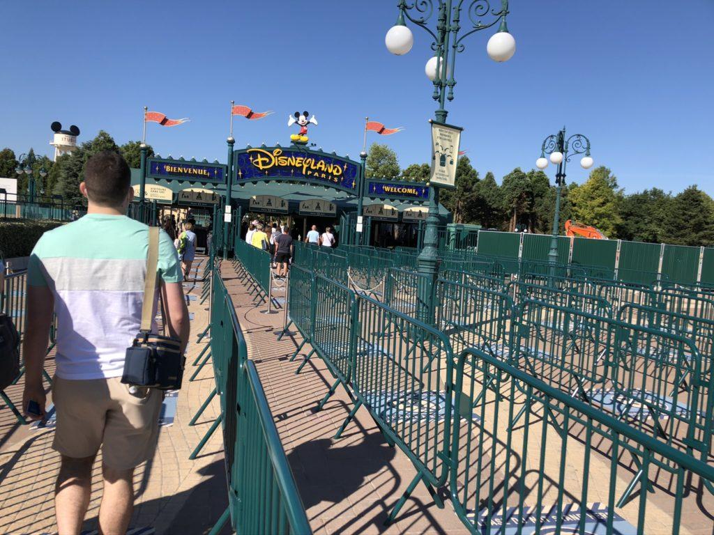 Disneyland Paris security social distance